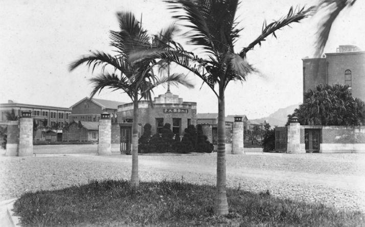 台北帝大時代の正門